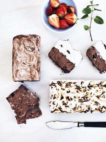 marmoreret chokolade marengs iskage